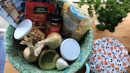 Alle ingrediënten voor een biologische maaltijd, Lentemaheerd Uithuizermeeden