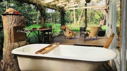 Airbnb boshuisjes in Noord-Brabant en Limburg: Romantisch natuurhuisje Overloon buitenbad