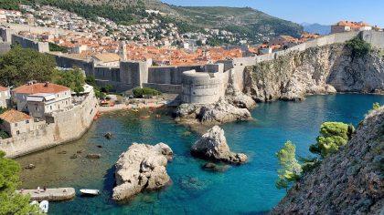 Dubrovnik uitzicht over Kolorina Bay vanaf Fort Lovrijenac